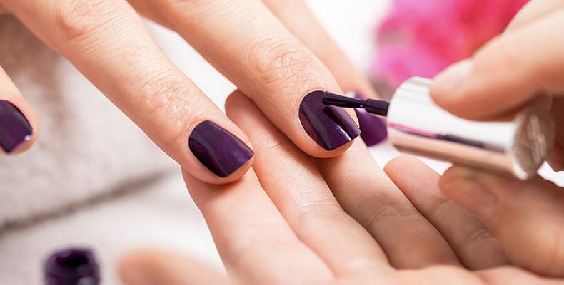mantener las manicuras,- morder tus uñas