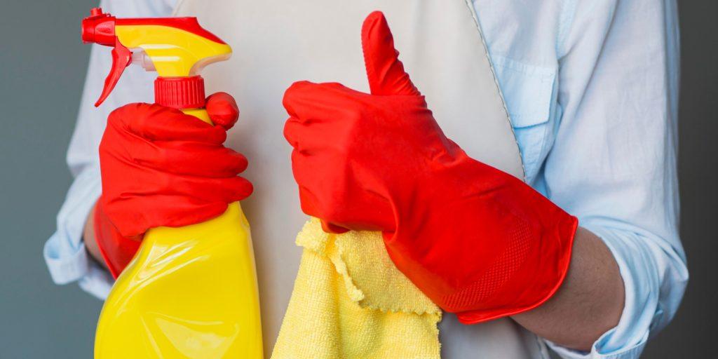utiliza medios de protección al limpiar moho